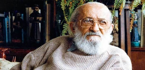 Paulo Freire: enseñar no puede ser un simple proceso, de transferencia de conocimientos
