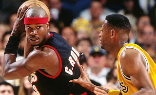 Picture of Cliff Robinson playing basketball