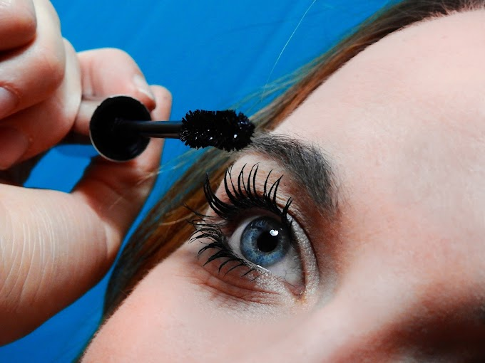 ATTENTION Mascara is bad for your eyes!