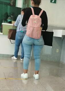 Chava lindas caderas anchas pantalon apretado
