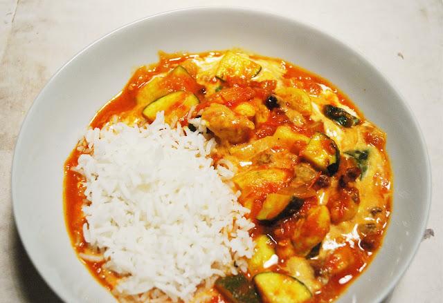 Curry de poulet aux tomates et courgettes