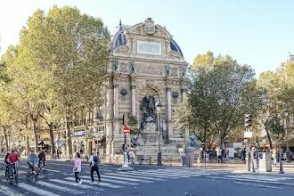 Paris : Fontaine Saint Michel, point de rendez-vous populaire et porte symbolique sur la Rive Gauche - VIème