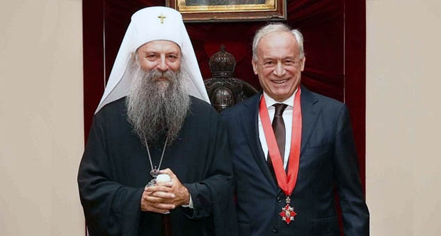 Патријарх одликовао Вучелића, Слобиног комунисту, због ''новинарског професионализма и афирмације хришћанских вредности и врлина''
