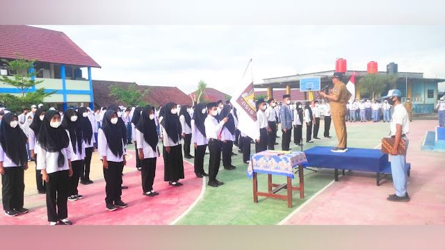 Kepala Sekolah SMKN 1 Sikur lantik pengurus OSIS periode 2021/2022
