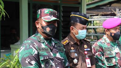 Bersama Seluruh FKPD Tanjungpinang, Dandim 0315/Bintan Launching Penyaluran BTPKLW TNI Tahun 2021 di Makodim 0315/Bintan