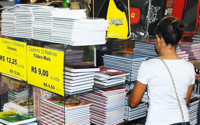 Auxílio deve ajudar 27 mil alunos na compra de material na rede municipal