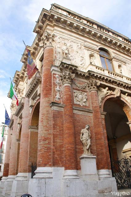 La loggia del Capitaniato è un altro edificio del Palladio sito in Piazza dei Signori a Vicenza
