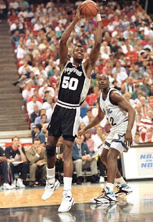 Picture of David Robinson playing basketball
