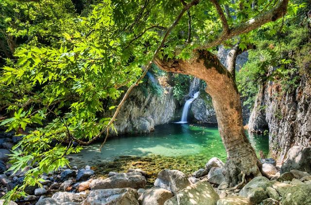 Βάθρες: Οι φυσικές πισίνες στη Σαμοθράκη, πραγματικό θαύμα της φύσης