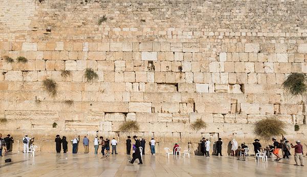 Silence du Vatican, qui ne veut pas offenser l'Islam en rappelant que le juif Jésus a prié au Temple de Jérusalem