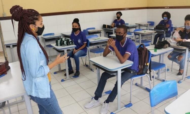 Bahia: Ano letivo da rede estadual migrará para aulas 100% presenciais no dia 18 de outubro