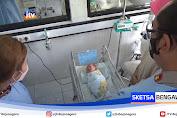 Penemuan Bayi Laki-Laki Dibungkus Kardus Gemparkan Warga