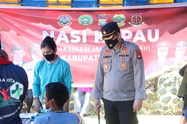 Kapolres Lingga Meninjau Program NASI KAPAU di Desa Posek dan Desa Suak Buaya