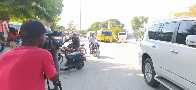 Caos en el transporte genera taponamiento en la frontera de Elías Piña