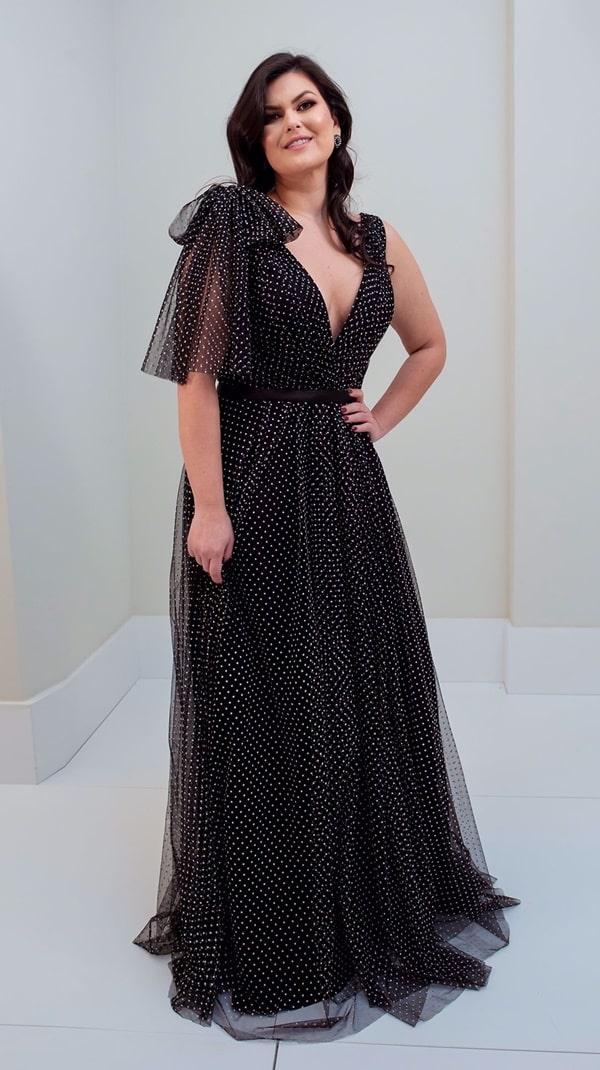 vestido de festa longo preto com estampa de bolinhas brancas poas