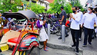 Presiden Susuri Jalan Malioboro Saksikan Pemberian Bantuan Tunai Bagi PKL dan Warung