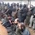 Cenas fortíssimas: vídeo mostra membros do Talibã executando vários homens em pelotão de fuzilamento; veja