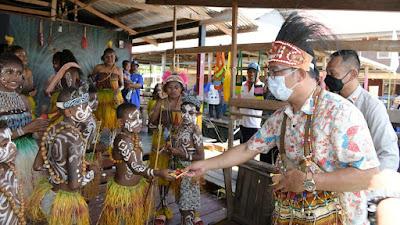 Di Desa Wisata Kampung Yoboi Jayapura, Gubernur Jabar Bertemu Ikatan Alumni Bandung