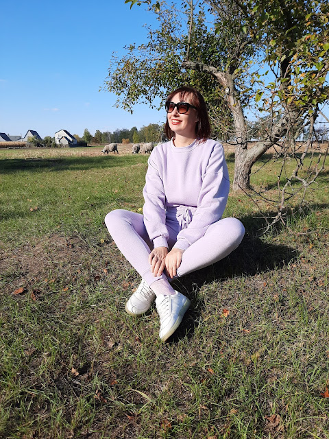 https://femmeluxe.co.uk/lilac-cropped-long-sleeve-sweatshirt-high-waisted-skinny-joggers-fleece-loungewear-set-reagan