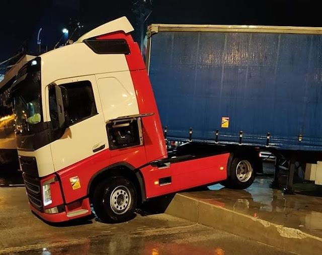Ατύχημα για οδηγό φορτηγού μέσα στο λιμάνι της Ηγουμενίτσας