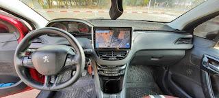 Peugeot 208 PureTech France interieur