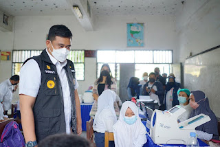 Bobby Nasution Bersama Kahiyang Ayu Tinjau Vaksinasi Pelajar di SMP Negeri 40 Medan