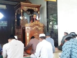 Bhabinkamtibmas Polsek Maiwa Polres Enrekang Menjadi Khatib di Masjid Tempat Dia Bertugas