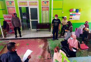 Kapolsek Bulupoddo Bersama Anggota Laksanakan Pam Vaksinasi di Gerai Vaksin Puskesmas Bulupoddo
