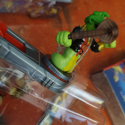 Akedo Ultimate Arcade Warriors Miss Slither close up