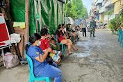 Serbuan Vaksinasi TNI Dari Kodim 0503/JB di Wilayah Binaan Koramil 02/TB Masih Terus Berlanjut.
