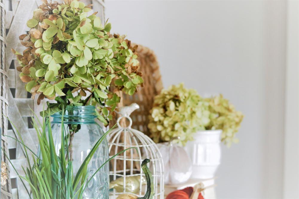 drying-hydrangeas-Fall-vignettes-home-décor-homemaking