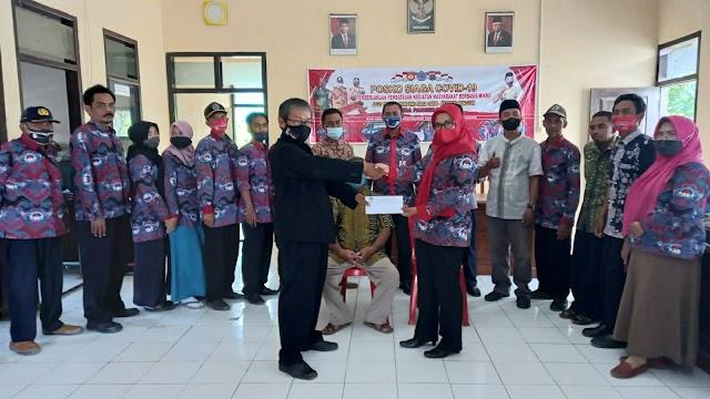 Solidaritas Pengurus PPDI Bantarkawung Brebes Serahkan Bantuan Tali Asih ke Anggota