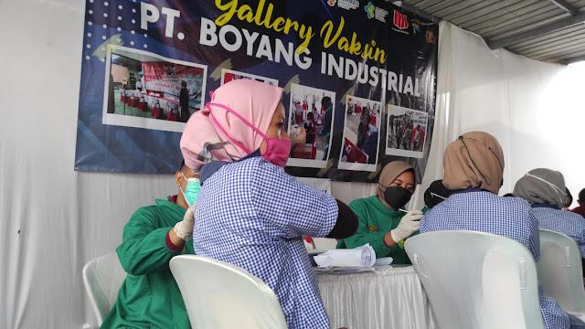 Polda Jateng Laksanakan Vaksinasi Massal Bagi Pekerja Pabrik PT Boyang Industrial