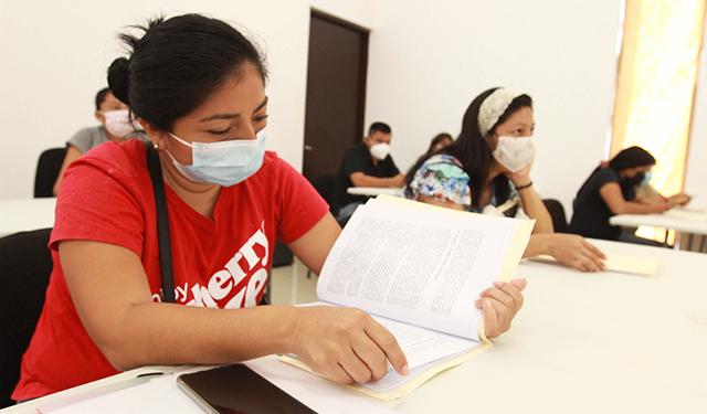 Primera generación de estudiantes del Centro de Justicia para Mujeres inicia su preparatoria abierta