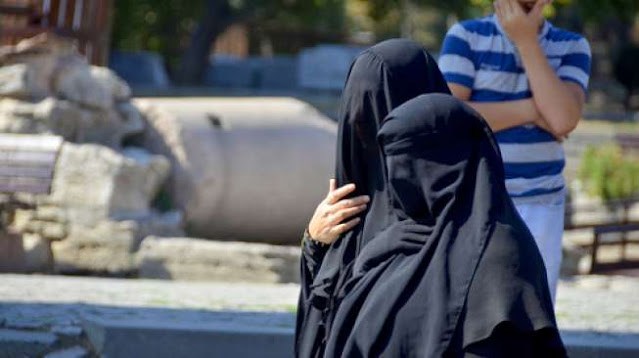 Taliban Berkuasa, Harga Burqa Naik 10 Kali Lipat di Afghanistan