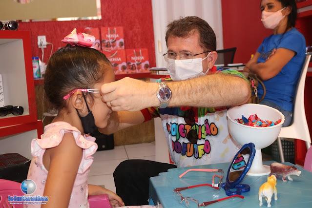 """Nossa Ótica beneficia crianças com consultas e óculos grátis com seu projeto """"Visão do futuro"""" em Caraúbas"""