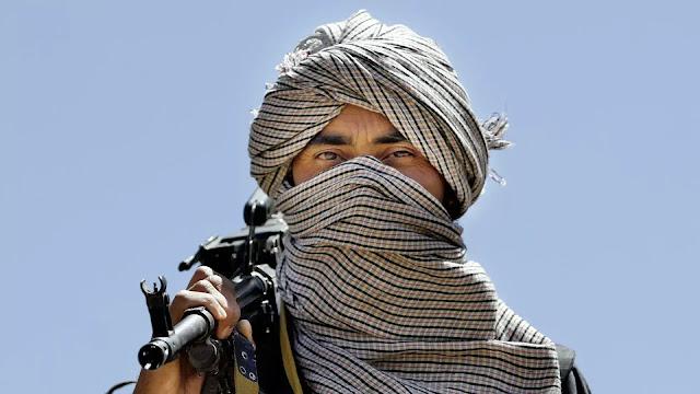 Ein bewaffneter Jamaat Ansarullah (Quelle: Sputnik).