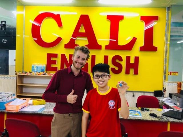 Đồng phục học viên tại anh ngữ Cali