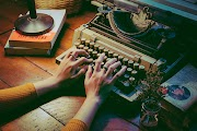 Día de las Escritoras: 11 autoras que publicaron bajo seudónimo masculino