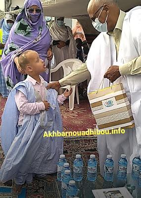 نواذيبو : رابطة الوفاء توزع حقائب و ألعاب على أطفال نواذيبو و الشامي..- صور