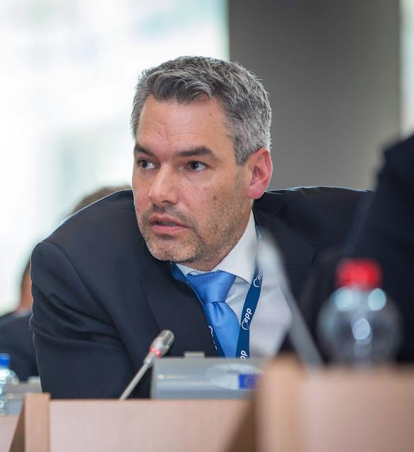 شكاية ضد وزير الداخلية النمساوي بسبب لاجئين