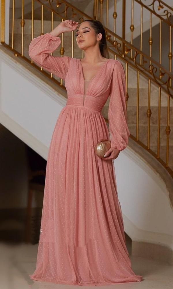 vestido longo rose com mangas longas para madrinha de casamento