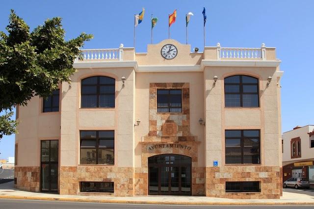 Ayuntamiento de Antigua  reduce cuotas y amplia plazos facilitando el pago de deuda a la Administración Municipal