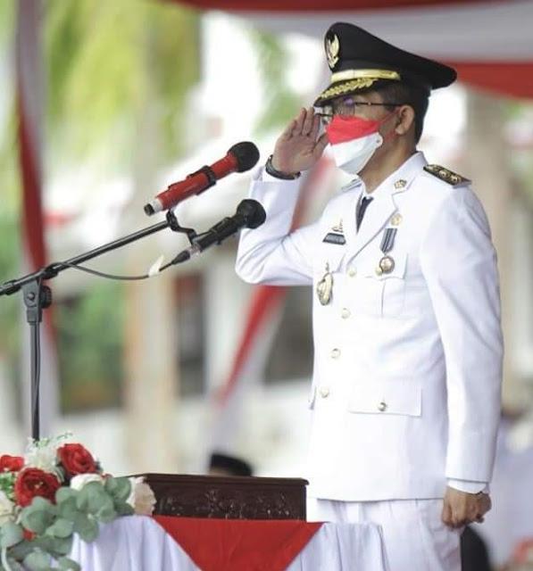 Diawali Marching Band dan Pawai Budaya, Amsakar Pimpin Upacara Penurunan Bendera Merah Putih