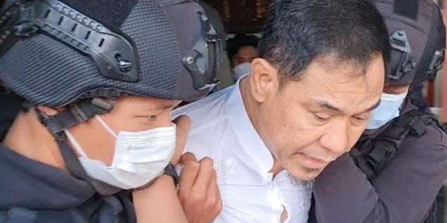 Berkas Dinyatakan Lengkap, Polisi Segera Limpahkan Munarman ke Kejaksaan