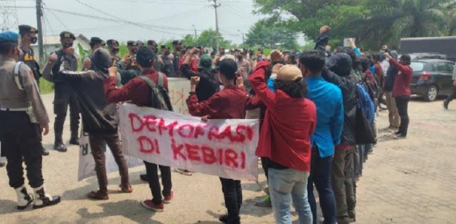 Buntut Oknum Polisi Banting Demonstran, Aliansi Mahasiswa Tangerang Geruduk Mapolda Banten
