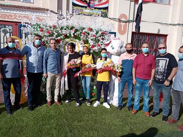 صورة مع الطلاب