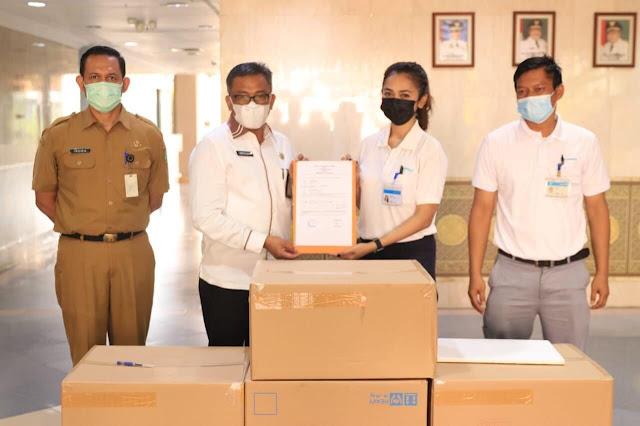Sekda Kota Batam Menerima Bantuan 120 Ribu Pcs Masker dari PT Shimano Batam