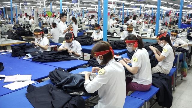 Công nhân tại công ty may An Thắng