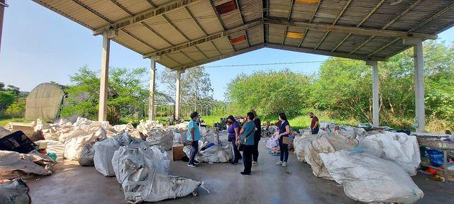 Prefeitura de Pariquera-Açu visita Cooperativa de coleta seletiva em Cajati
